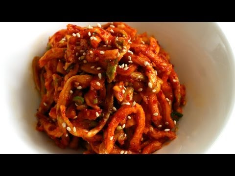 Korean Recipe: How to Make Seasoned Fried Dry Radish Strips – Mumallaengi Muchim – 무말랭이무침
