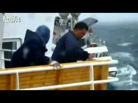 mare forza 9 onde di 10 metri, nave da crociera in difficoltà!