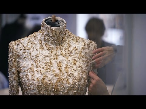 Chanel - Film on the making-of the Fall-Winter 2014/15 Haute Couture collection. View the full CHANEL Fall-Winter 2014/15 show at http://youtu.be/Ggm5v9Kp284 Soundtra...
