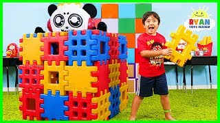 Video Ryan Pretend Play Building Toy Blocks Playhouse MP3, 3GP, MP4, WEBM, AVI, FLV Juni 2019