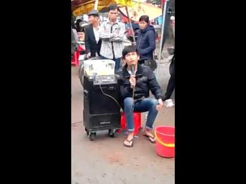 Nghệ sĩ hát rong đường phố