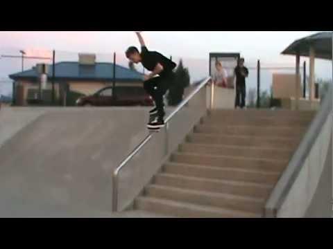 Ankeny skatepark 2012-Guy snaps board on the 10 stair!