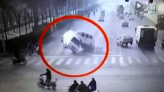 Xingtai China  city images : Moment Two Vans and a Car TELEPORTED In The Road In Xingtai, China (AMAZING VIDEO)