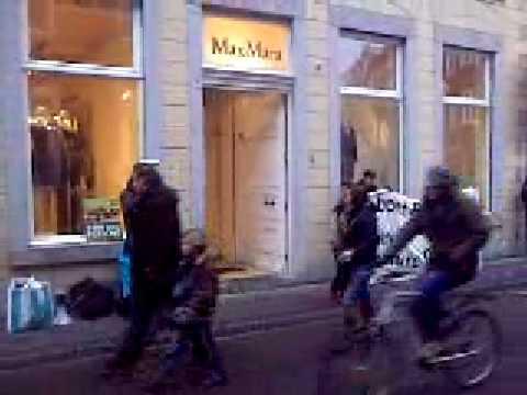 milan fashion silate - Max Mara Fashion Group verkoopt nog steeds bont. Met 2300 winkels wereldwijd zijn zij een van de belangrijkste verkooppunten van bont in de wereld.