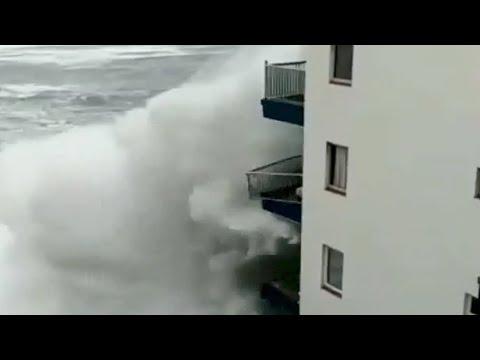 Her river monsterbølgen ned balkonger på Tenerife