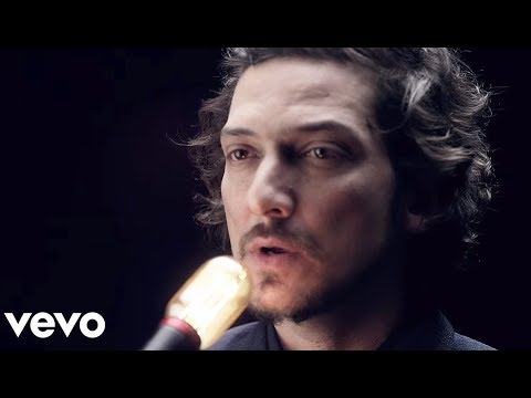 leon - Music video by León Larregui performing Brillas. (P) 2012 The copyright in this sound recording is owned by EMI Music México, S.A. de C.V..