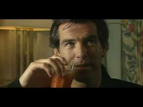 Pierce Brosnan interviewes af Eddie Michel  (1995)