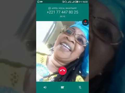 Salbe ndom est en palabre sur téléphone avec une fan de assane diouf