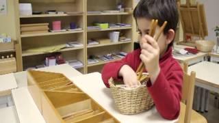 Video Une journée à la Maison des Enfants Montessori du Pré-Saint-Gervais et de Montreuil (93) MP3, 3GP, MP4, WEBM, AVI, FLV Oktober 2017