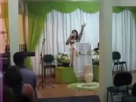 pastora zenaide pregando em arapongas na igreja Deus e fiel