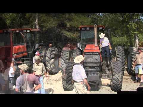 Allis - Machinery Pete offers up video highlights of (5) Allis Chalmers tractors selling on a nice farm auction September 7, 2012 near Holts Summit, Missouri. Sale b...