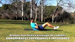 Crunch con flexo-extensión de rodillas.