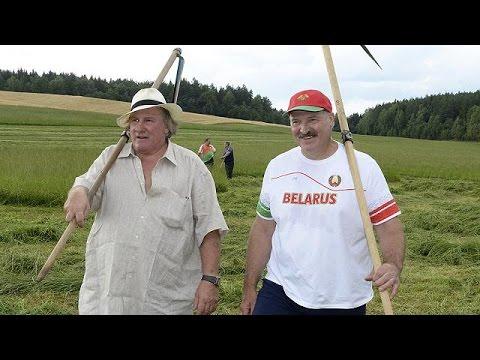 Ο Ζεράρ Ντεπαρντιέ αγρότης στη Λευκορωσία για μια μέρα