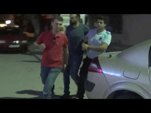 Resmi Kıyafetle Gözaltına Alındı