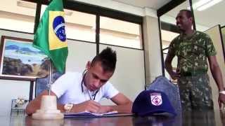 O atacante Neymar cumpriu hoje um dever cívico de todo brasileiro. Compareceu no Forte dos Andradas, no Guarujá e foi...