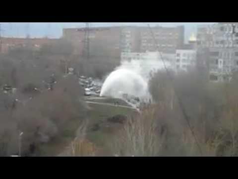 В Самаре на ул. Ташкентской из-за прорыва теплотрассы образовался гейзер высотой с дом