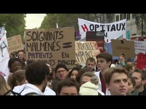 Γαλλία: Στους δρόμους οι εργαζόμενοι στον τομέα της υγείας…