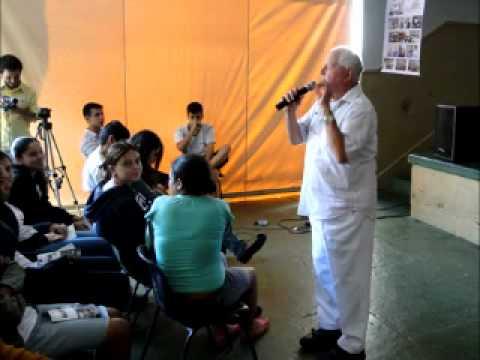 Padre Haroldo Rahm visita a Escola Estadual Bady Bassitt