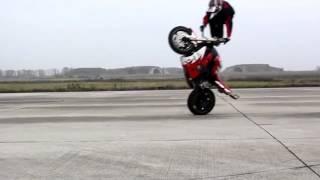 Video trucos en motos! impresionantes!! MP3, 3GP, MP4, WEBM, AVI, FLV Oktober 2017