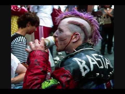 punk - ES UN ROLA PERFECTA PARA EL PUNK ESPERO LES GUSTE SE LA DEDICO A LOS PUNKS DE MI CIUDAD SALUD Y BIEN FRIAS.POR CIERTO ES UNA ROLA IRONICA NO SE KEMEN EL COCO...