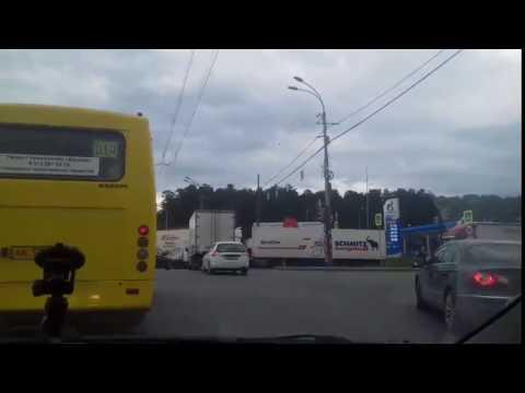 Пробка на Амундсена из-за фуры, которая перегородила дорогу