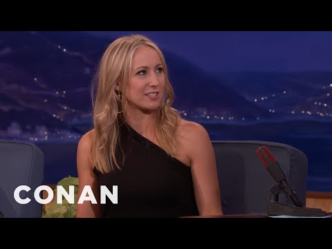 Nikki Glaser's Jennifer Aniston impression