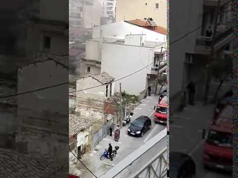 Video - Φωτιά σε παλιά κατοικία στην οδό Εγνατίας