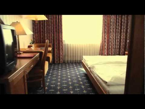 Cologne ( Allemagne ) : un hôtel 4 étoiles transformé en foyer pour demandeurs d'asile.