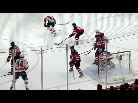 Video: Flyers' Voracek uses clever kick pass to Giroux who buries it past Schneider