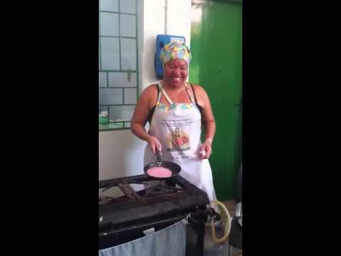 Merendeira fazendo tapioca em Curaçá - BA