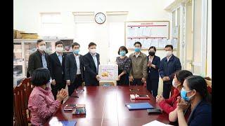 Bí thư Thành ủy Nghiêm Xuân Cường tặng quà Tết cán bộ, nhân viên ngành y