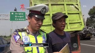 Video Tim Korlantas Polri Membantu Supir Truk yang Mengalami Ban Rusak di Persimpangan Jalan Tol -86 MP3, 3GP, MP4, WEBM, AVI, FLV Januari 2019