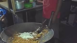 Video Nasi Goreng spesial Cak SONY yang antri banyak | street food MP3, 3GP, MP4, WEBM, AVI, FLV April 2019