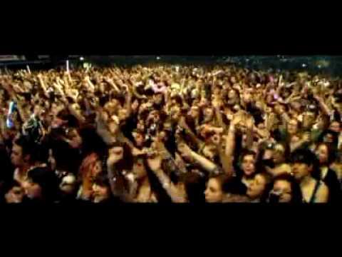 Tekst piosenki McFly - Falling in love po polsku