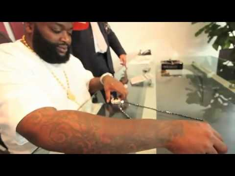 Rick Ross The Boss Spends $600.000 dollars On Rolls Royce, Diamonds And Jewelery From Johnny Dang !!