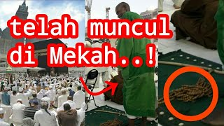 Video Who is he?? This green robed man suddenly revealed himself in Mecca MP3, 3GP, MP4, WEBM, AVI, FLV Agustus 2019