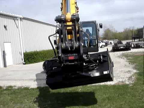 Video for Hydraulic Tilting Grade Bucket