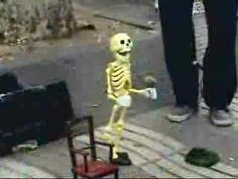 骷髏頭跳舞,國外的街頭藝人表演