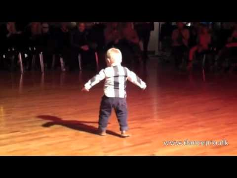 Another wonderful video of 2 year old William Stokkebroe dancing at the Studie43 Galla Opening march 2. He simply just love to dance.