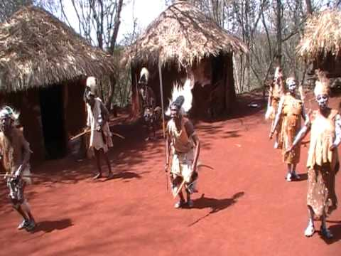 kenyan kikuyu dance music - Safari in October 2009. Kikuyu village in Aberdares National Park in Kenya. Taniec plemienny Kikuyu w wiosce plemiennej w parku narodowym Aberdares w Kenii.
