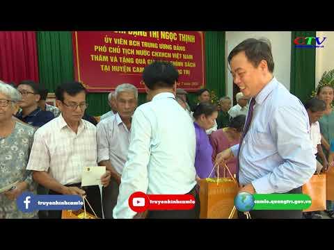 Phó Chủ tịch nước Đặng Thị Ngọc Thịnh tặng quà gia đình chinh sách