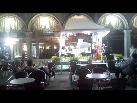 Venedig - Grancaffè Quadri am Markusplatz - Orches ...
