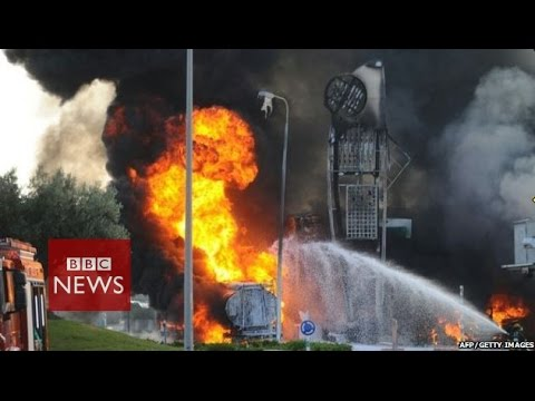 Gaza crisis: Rocket strikes Israeli petrol station - BBC New