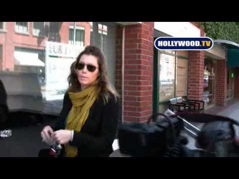 Jessica Biel Politely Asking Paparazzi to Back Off
