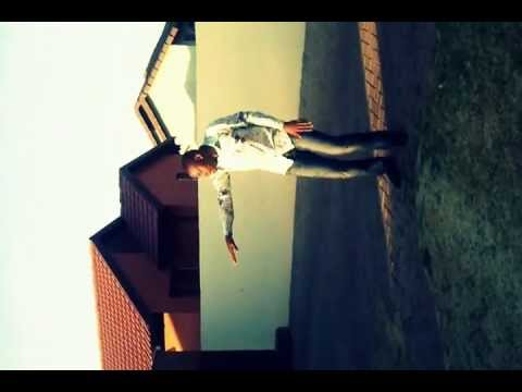 South African Guy 'Nkululeko' Dancing to House Music