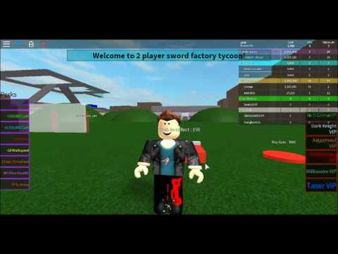 jugando roblox Two Player War Factory Tycoon!