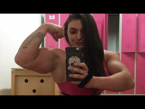 Muscle girl Jéssica Sestrem flexing her big biceps - Muscle Ladies