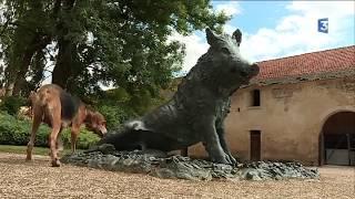 Le musée de la vénerie vient d'être inauguré à Essarois en Côte-d'Or. Ce lieu entièrement dédié à la chasse à courre est installé dans  l'abbaye du val des Choues, au cœur du  futur parc national des forêts  Champagne et Bourgogne. En savoir + http://france3-regions.francetvinfo.fr/bourgogne-franche-comte/cote-d-or/musee-opera-venerie-abbaye-du-val-choues-1300885.htmlLe musée de la vénerie vient d'être inauguré à Essarois en Côte-d'Or. Ce lieu entièrement dédié à la chasse à courre est installé dans  l' abbaye du val des Choues, au cœur du  futur parc national des forêts  Champagne et Bourgogne. Le reportage de Sylvain Bouillot, Gabriel Talon et Chantal GavignetIntervenant : Michel Monot, propriétaire de l'abbaye du Val des Choues En savoir + http://france3-regions.francetvinfo.fr/bourgogne-franche-comte/cote-d-or/musee-opera-venerie-abbaye-du-val-choues-1300885.htmlAbonnez-vous à notre chaîne YouTube► https://www.youtube.com/france3bourgogneRetrouvez-nous sur  :notre site internet► http://france3-regions.francetvinfo.fr/bourgogne-franche-comte/Facebook ► https://www.facebook.com/france3bourgogne/► https://www.facebook.com/france3franchecomte/Twitter► https://twitter.com/F3Bourgogne► https://twitter.com/F3FrancheComteInstagram► https://www.instagram.com/france3bourgogne/► https://www.instagram.com/f3franchecomte/