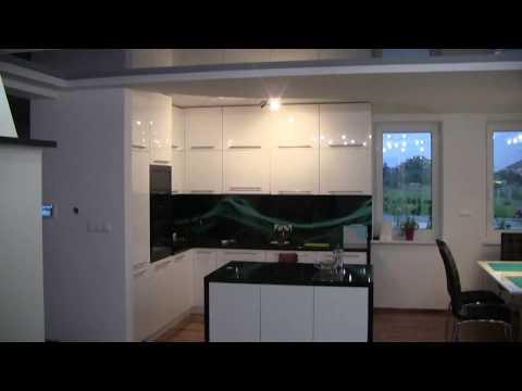 Sufit napinany czarny montaż w kuchni