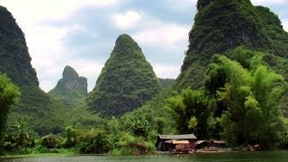 Bamboo rafting along the beautiful Li River 漓江